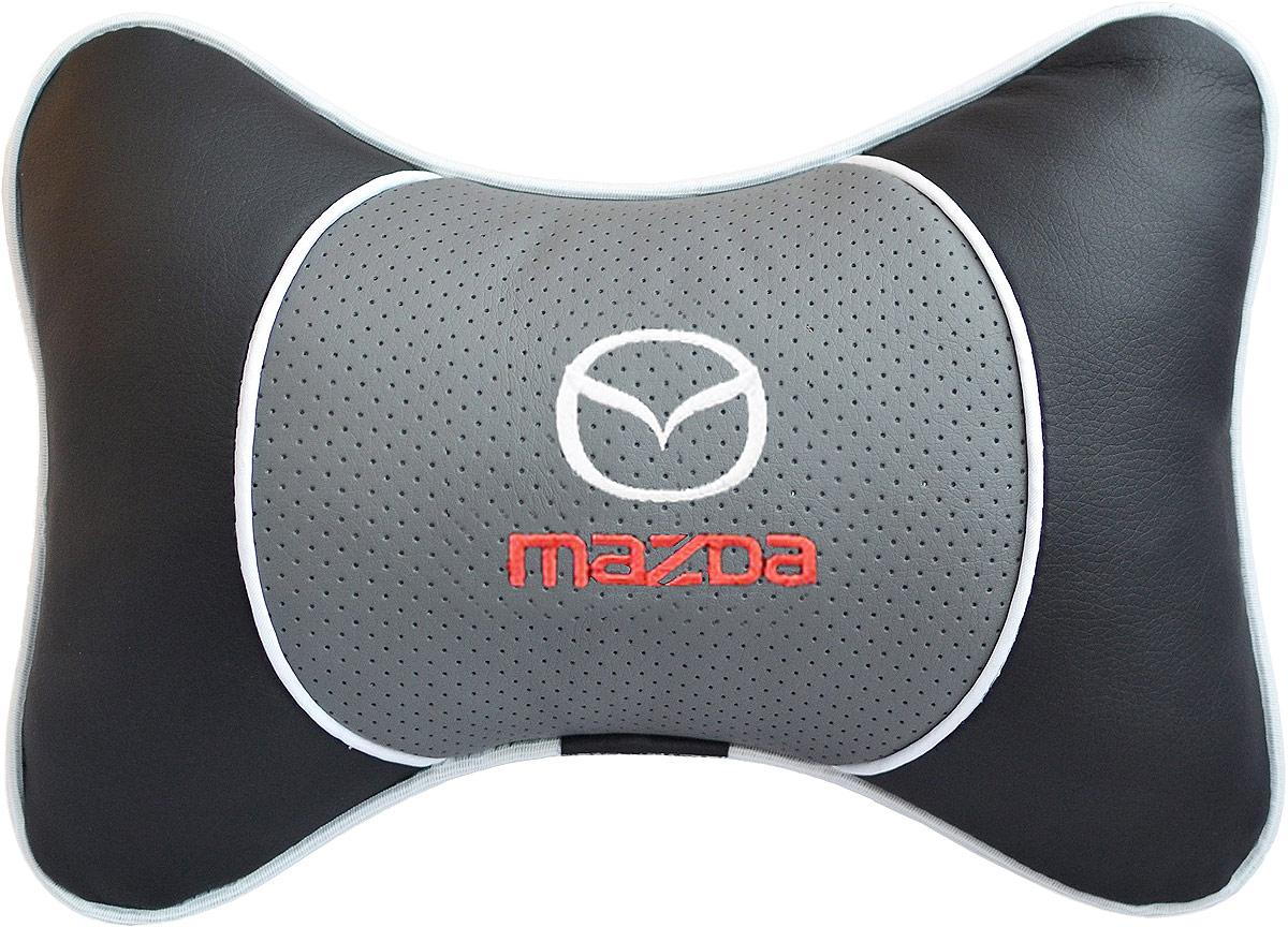 Подушка на подголовник Auto Premium Mazda, цвет: серый. 37542Ветерок 2ГФПодушка на подголовник Люкс выполнена из черной гладкой экокожи, вставка из серой перфорированной экокожи имеет обрамление мягким кантом. Для нанесения вышивки используются высококачественные итальянские нитки. Подушка на подголовник - это прежде всего лучший способ создать комфорт для шеи и головы во время пребывания в автомобильном кресле. Такая подушка будет удобна как водителю, так и пассажиру. При производстве используются высококачественные, износостойкие материалы и гипоаллергенные наполнители.