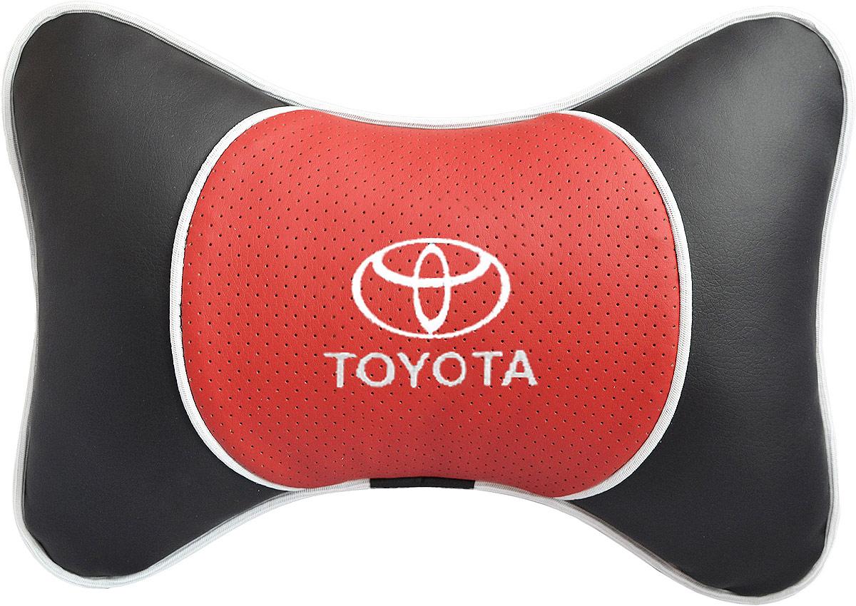Подушка на подголовник Auto Premium Toyota, цвет: красный. 37569Ветерок 2ГФПодушка на подголовник Люкс выполнена из черной гладкой экокожи, вставка из красной перфорированной экокожи имеет обрамление мягким кантом. Для нанесения вышивки используются высококачественные итальянские нитки. Подушка на подголовник - это прежде всего лучший способ создать комфорт для шеи и головы во время пребывания в автомобильном кресле. Такая подушка будет удобна как водителю, так и пассажиру. При производстве используются высококачественные, износостойкие материалы и гипоаллергенные наполнители.