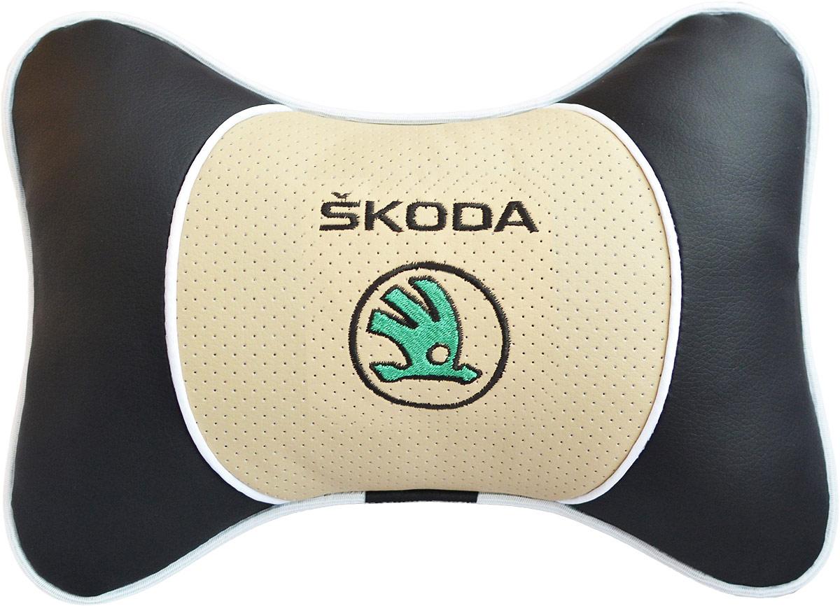Подушка на подголовник Auto Premium Skoda, цвет: бежевый, черный. 3759237592Подушка на подголовник Auto Premium. Люкс выполнена из черной гладкой экокожи, вставка из бежевой перфорированной экокожи имеет обрамление мягким кантом. Для нанесения вышивки используются высококачественные итальянские нитки. Экокожа - это дышащий материал, который имеет повышенный ресурс и прочность. Легко чистится влажной тряпкой, не требует стирки, не впитывает пыль и грязь. Подушка на подголовник - это лучший способ создать комфорт для шеи и головы во время пребывания в автомобильном кресле. Большинство штатных подголовников устроены так, что до них попросту не дотянуться. Данный аксессуар полностью решает эту проблему, создавая мягкую ортопедическою поддержку. Особенности: - Подушка крепится к сиденью, а это значит один раз поставил - и забыл. - Меньше утомляемость - а следовательно выше внимание и концентрация на дороге. - Одинакова удобна для пассажира и водителя.