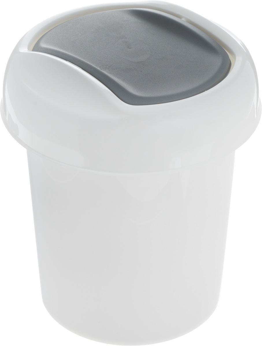 Контейнер для мусора Svip Ориджинал, цвет: белый, темно-серый, 1 л97526Миниатюрный контейнер для мусора Svip Ориджинал разработан для поддержания чистоты в ванной комнате, на рабочем и кухонном столах. Изделие оснащено поворотной крышкой-маятником, которая легко открывается простым нажатием руки, и сама возвращается в стандартное положение. Скрытные борта в корпусе ведра для аккуратного использования одноразовых пакетов и сохранения эстетики изделия. Для удобства извлечения накопившегося в ведре мусора его верхняя часть сделана съёмной. Высокое качество используемого материала гарантирует долгий срок эксплуатации. Размер контейнера: 13,5 х 13,5 х 15,5 см.