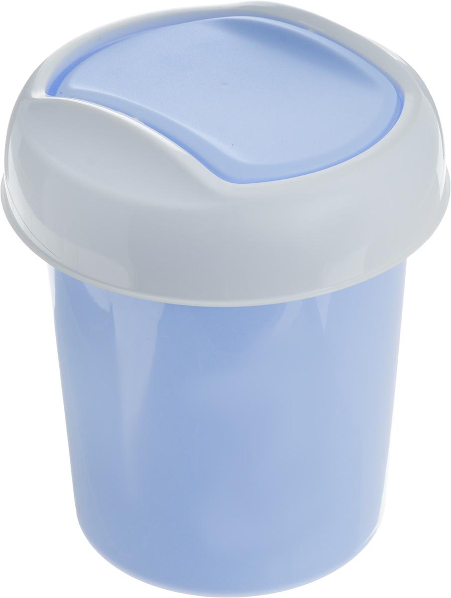 Контейнер для мусора Svip Ориджинал, цвет: голубой, белый, 1 лVCA-00Миниатюрный контейнер для мусора Svip Ориджинал разработан для поддержания чистоты в ванной комнате, на рабочем и кухонном столах. Изделие оснащено поворотной крышкой-маятником, которая легко открывается простым нажатием руки, и сама возвращается в стандартное положение. Скрытные борта в корпусе ведра для аккуратного использования одноразовых пакетов и сохранения эстетики изделия. Для удобства извлечения накопившегося в ведре мусора его верхняя часть сделана съёмной. Высокое качество используемого материала гарантирует долгий срок эксплуатации. Размер контейнера: 13,5 х 13,5 х 15,5 см.