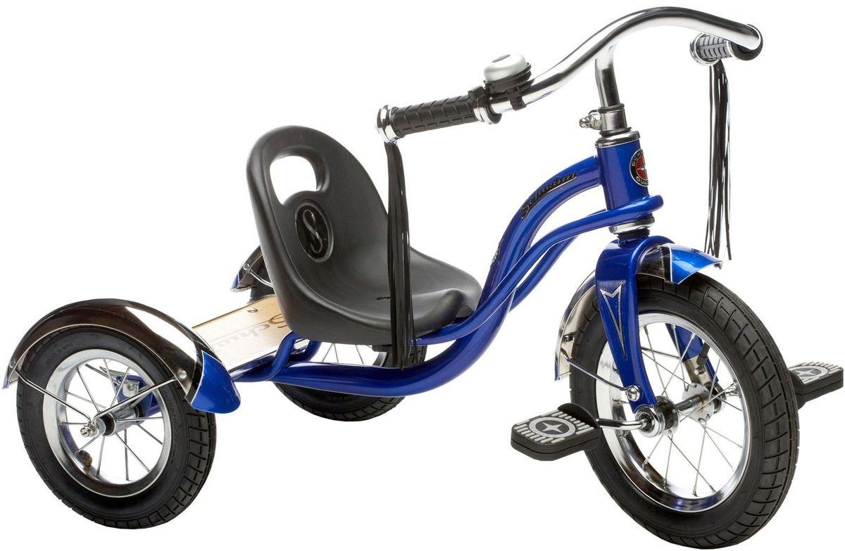 Schwinn Roadster Trike Детский трехколесный велосипед цвет синий3B287Ярко-синий трёхколёсный велосипед Schwinn Roadster Trike с педалями на переднем колесе специально разработан для активных малышей. Низкий центр тяжести позволяет ребенку управлять велосипедом легко и безопасно. Хромированные руль, крылья и звонок без сомнения понравятся как малышу, так и родителям, участвующим в его вело приключениях. Площадка для катания стоя помогает ребёнку привыкать к скорости, а взрослым участвовать в процессе катания. • Трёхколёсный велосипед с педалями на переднем колесе• Надёжная стальная рама• Регулировка седла по удалённости от руля• Невероятная устойчивость, благодаря трёхколёсной конструкции• Площадка для катания стоя• Велосипед для детей 1,5-4 лет
