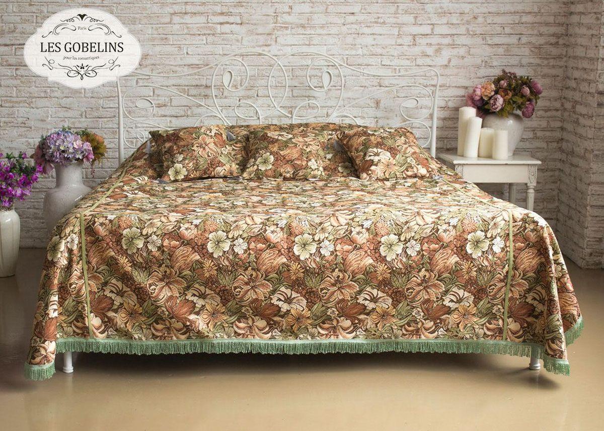 Покрывало на кровать Les Gobelins Art Nouveau Lily, 150 х 220 смES-412Покрывало на кровать Les Gobelins Art Nouveau Lily с ярким цветочным рисунком привлечет к себе внимание и органично впишется в интерьер комнаты. Изделие изготовлено из высококачественной ткани гобелен и оформлено бахромой и кисточками. Необычайная красота сочетается в этом покрывале с высокой прочностью и долговечностью, а свойство гобелена по-разному проявлять себя в зависимости от освещения помещения позволяет открывать все новые и новые детали, которые, как казалось, раньше скрывал гобелен.Красочное и приятное на ощупь покрывало сделает интерьер спальни, детской или гостиной уютнее и своеобразнее. Состав материала: 50% хлопок, 50% полиэстер.