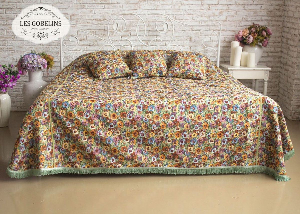 Покрывало на кровать Les Gobelins Fleurs De Jardin, 150 х 220 смSVC-300Покрывало на кровать Les Gobelins Fleurs De Jardin с ярким цветочным рисунком привлечет к себе внимание и органично впишется в интерьер комнаты. Изделие изготовлено из высококачественной ткани гобелен и оформлено бахромой и кисточками. Необычайная красота сочетается в этом покрывале с высокой прочностью и долговечностью, а свойство гобелена по-разному проявлять себя в зависимости от освещения помещения позволяет открывать все новые и новые детали, которые, как казалось, раньше скрывал гобелен.Красочное и приятное на ощупь покрывало сделает интерьер спальни, детской или гостиной уютнее и своеобразнее. Состав материала: 52% хлопок, 48% полиэстер.