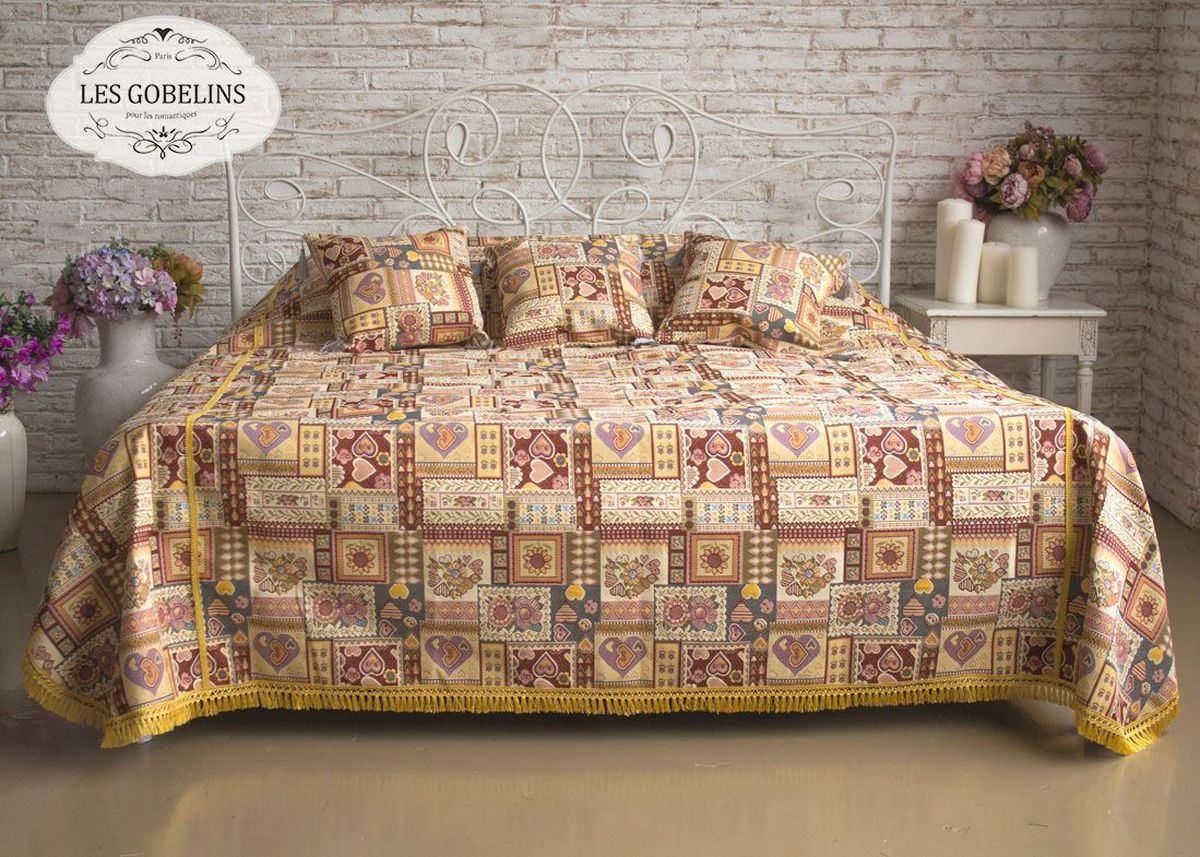 Покрывало на кровать Les Gobelins Coeurs Espagnol, 240 х 260 см6030116570Покрывало на кровать Les Gobelins Coeurs Espagnol с ярким рисунком привлечет к себе внимание и органично впишется в интерьер комнаты. Изделие изготовлено из высококачественной ткани гобелен и оформлено бахромой и кисточками. Необычайная красота сочетается в этом покрывале с высокой прочностью и долговечностью, а свойство гобелена по-разному проявлять себя в зависимости от освещения помещения позволяет открывать все новые и новые детали, которые, как казалось, раньше скрывал гобелен.Красочное и приятное на ощупь покрывало сделает интерьер спальни, детской или гостиной уютнее и своеобразнее. Состав материала: 52% хлопок, 48% полиэстер.