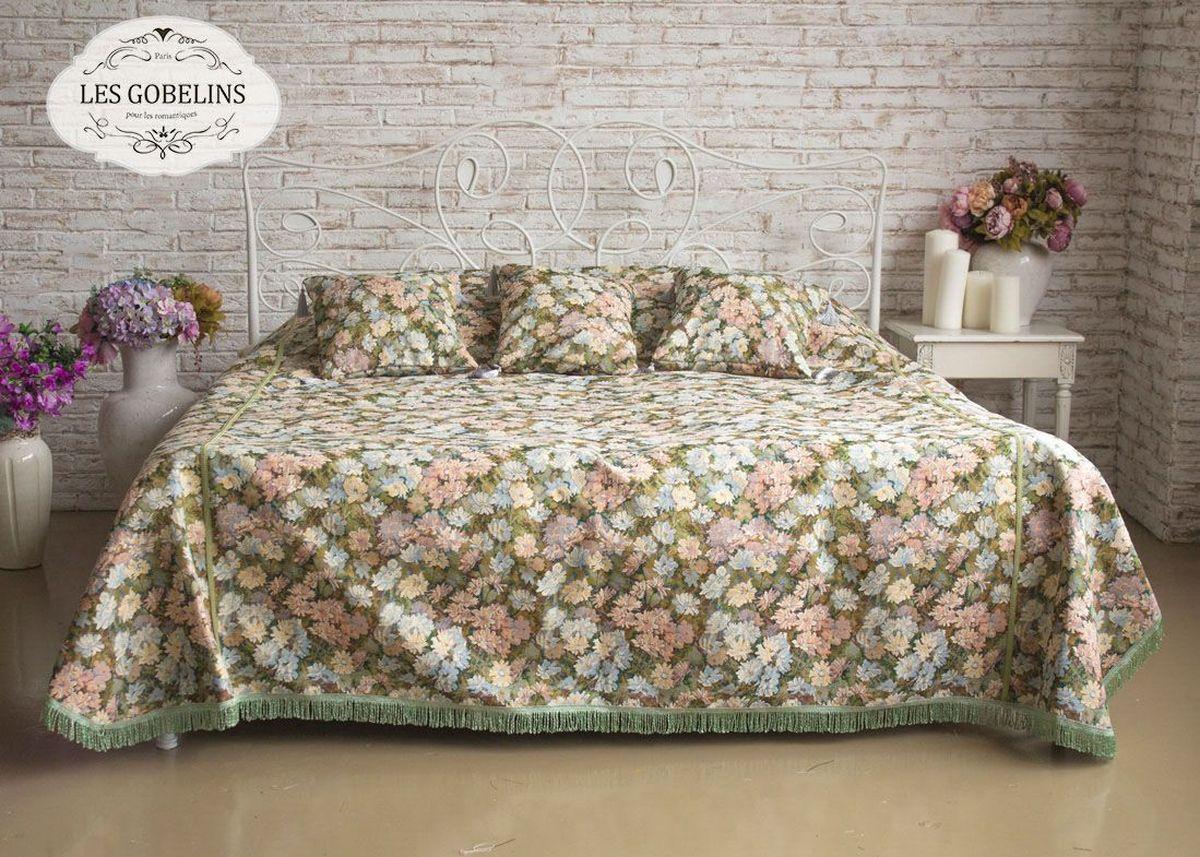 Покрывало на кровать Les Gobelins Nectar De La Fleur, 240 х 220 смlns184136Покрывало на кровать Les Gobelins Nectar De La Fleur с ярким цветочным рисунком привлечет к себе внимание и органично впишется в интерьер комнаты. Изделие изготовлено из высококачественной ткани гобелен и оформлено бахромой и кисточками. Необычайная красота сочетается в этом покрывале с высокой прочностью и долговечностью, а свойство гобелена по-разному проявлять себя в зависимости от освещения помещения позволяет открывать все новые и новые детали, которые, как казалось, раньше скрывал гобелен.Красочное и приятное на ощупь покрывало сделает интерьер спальни, детской или гостиной уютнее и своеобразнее. Состав материала: 50% хлопок, 50% полиэстер.