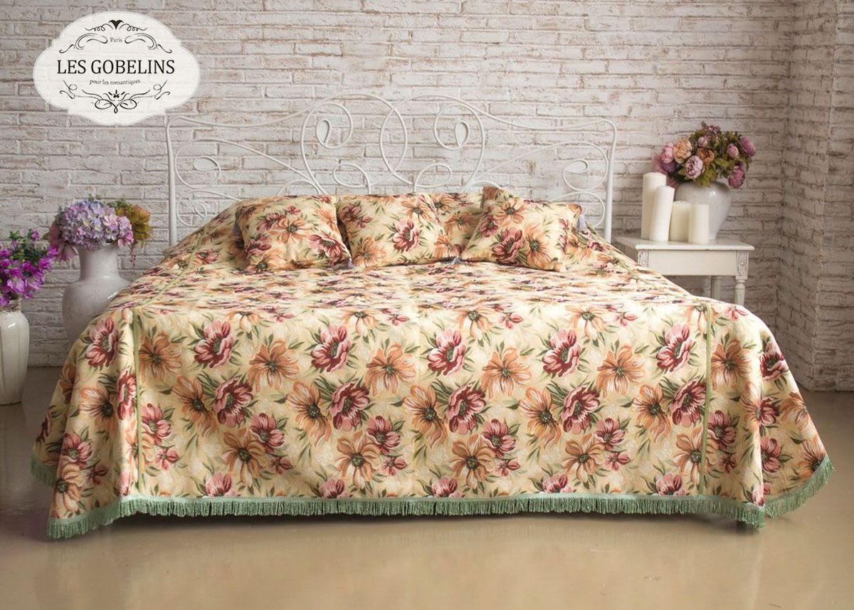 Покрывало на кровать Les Gobelins Coquelicot, 260 х 240 смES-412Покрывало на кровать Les Gobelins Coquelicot с ярким цветочным рисунком привлечет к себе внимание и органично впишется в интерьер комнаты. Изделие изготовлено из высококачественной ткани гобелен и оформлено бахромой и кисточками. Необычайная красота сочетается в этом покрывале с высокой прочностью и долговечностью, а свойство гобелена по-разному проявлять себя в зависимости от освещения помещения позволяет открывать все новые и новые детали, которые, как казалось, раньше скрывал гобелен.Красочное и приятное на ощупь покрывало сделает интерьер спальни, детской или гостиной уютнее и своеобразнее. Состав материала: 48% хлопок, 52% полиэстер.