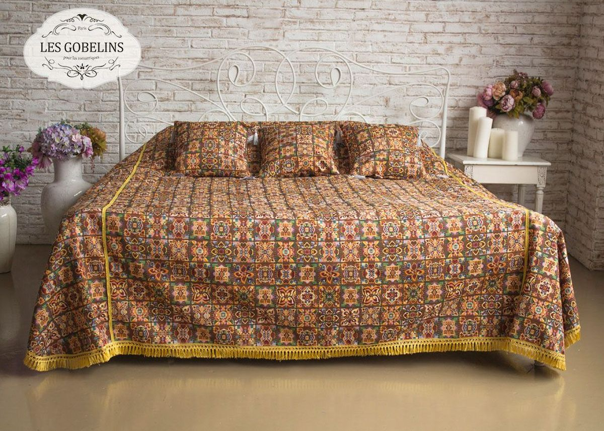 Покрывало на кровать Les Gobelins Mosaique De Fleurs, 240 х 220 смES-412Покрывало на кровать Les Gobelins Mosaique De Fleurs с ярким рисунком привлечет к себе внимание и органично впишется в интерьер комнаты. Изделие изготовлено из высококачественной ткани гобелен и оформлено бахромой и кисточками. Необычайная красота сочетается в этом покрывале с высокой прочностью и долговечностью, а свойство гобелена по-разному проявлять себя в зависимости от освещения помещения позволяет открывать все новые и новые детали, которые, как казалось, раньше скрывал гобелен.Красочное и приятное на ощупь покрывало сделает интерьер спальни, детской или гостиной уютнее и своеобразнее. Состав материала: 49% хлопок, 51% полиэстер.