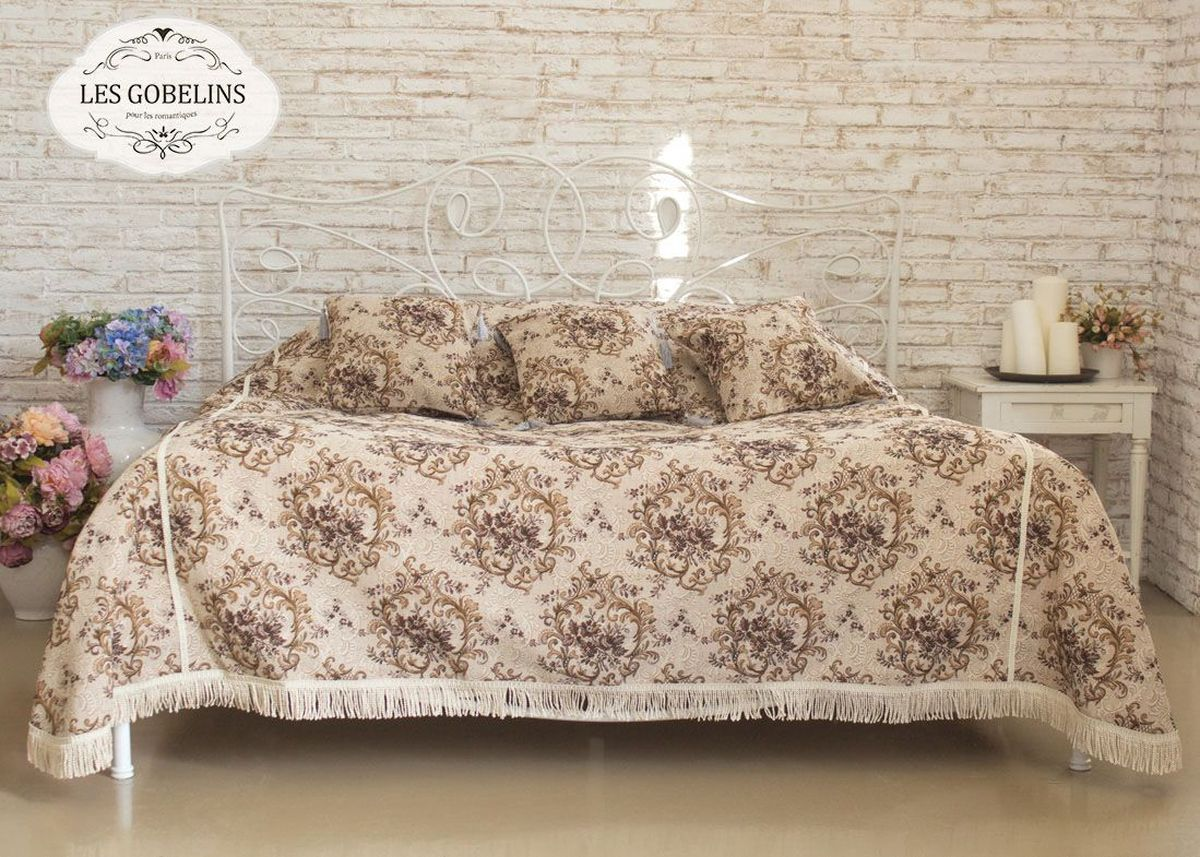 Покрывало на кровать Les Gobelins Francais, 240 х 220 см4630003364517Покрывало на кровать Les Gobelins Francais с ярким цветочным рисунком привлечет к себе внимание и органично впишется в интерьер комнаты. Изделие изготовлено из высококачественной ткани гобелен и оформлено бахромой и кисточками. Необычайная красота сочетается в этом покрывале с высокой прочностью и долговечностью, а свойство гобелена по-разному проявлять себя в зависимости от освещения помещения позволяет открывать все новые и новые детали, которые, как казалось, раньше скрывал гобелен.Красочное и приятное на ощупь покрывало сделает интерьер спальни, детской или гостиной уютнее и своеобразнее. Состав материала: 50% хлопок, 50% полиэстер.