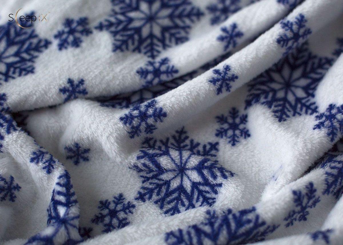 Плед Sleep iX Plushy Snowy, цвет: белый, синий, 150 х 200 см. pva229647S03301004Плед Sleep iX Plushy Snowy выполнен из кораллового флиса с коротким ворсом. Коралловый флис имеет все свойства обычного флиса: воздухопроницаемость, удержание тепла, износостойкость, простота в уходе. Пледы из кораллового флиса смотрятся очень эффектно.Размер пледа: 150 х 200 см.Состав: 100% полиэстер.