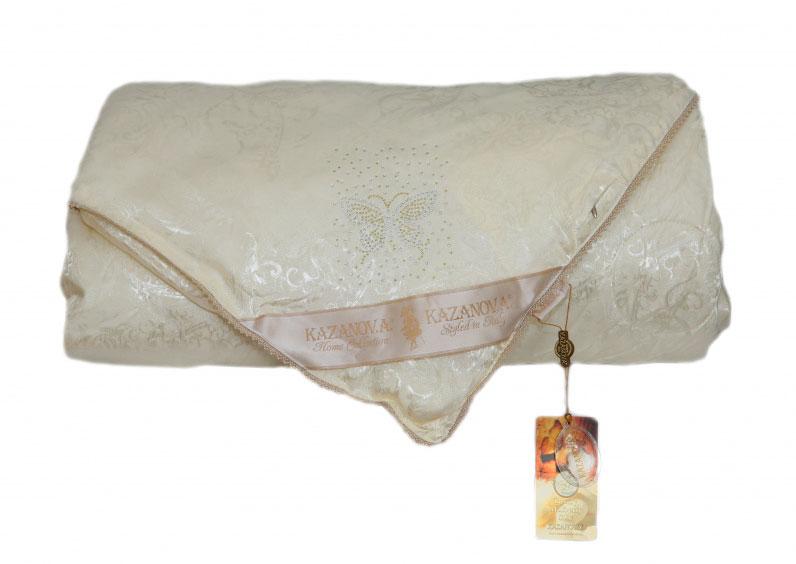 Одеяло KAZANOV.A. Luxury Мulberry Silk, цвет: слоновая кость, 200 х 220 см10503Жаккардовое одеяло «Шелк Бабочка» имеет двухсторонний чехол, изготовленный из высококачественной жаккардовой ткани и натуральный наполнитель из шёлкового волокна. Элементами отделки является: сатиновый кант по всему периметру одеяла, аппликация из страз, в виде бабочки и надписи Silk, а так же петли для фиксации в пододеяльнике. Дышащая текстура создает все условия для комфортного и по-настоящему приятного сна. Одеяло «KAZANOV.A.» поможет вам создать атмосферу необычайного комфорта и уюта в вашей спальне.