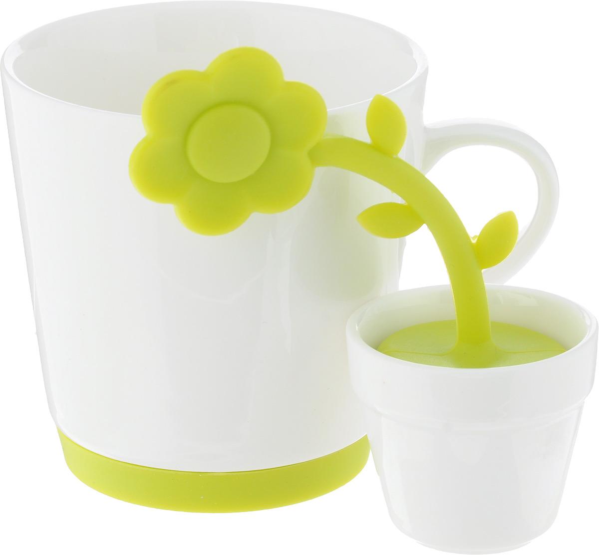 Набор для чая Oursson, 2 предметаVT-1520(SR)Набор для чая Oursson, состоящий из чашки и ситечка – «яркое» наслаждение любимым напитком! Как приятно пить чай из красивой и необычной чашки. Ведь оригинальная посуда никого не оставит равнодушным и поднимет настроение.Чашка изготовлена из керамики. Керамика хорошо распределяет тепло и выдерживает высокие температуры, а цветная силиконовая вставка на дне кружки не позволит ей скользить по столу.Яркое ситечко для заваривания чая, изготовленное из высококачественногопищевого силикона, поможет быстро и вкусно заварить чашку натурального чая. Ситечко выполнено в виде цветка, и имеет подставку в виде горшка изготовленного из керамики.Просто наполните цветок заваркой и погрузите в чашку, через несколько минут выполучите вкусный ароматный чай.Такой необычный набор разнообразит привычное чаепитие, порадует гостей. Обычное заваривание чая превратится в увлекательный процесс.Диаметр кружки (по верхнему краю): 8,3 см, Высота стенки кружки: 8,5 см, Объем чашки: 250 мл, Размер ситечка: 4 х 4 х 12 см, Диаметр подставки для ситечка (по верхнему краю): 4,8 см, Высота подставки для ситечка: 4,3 см.