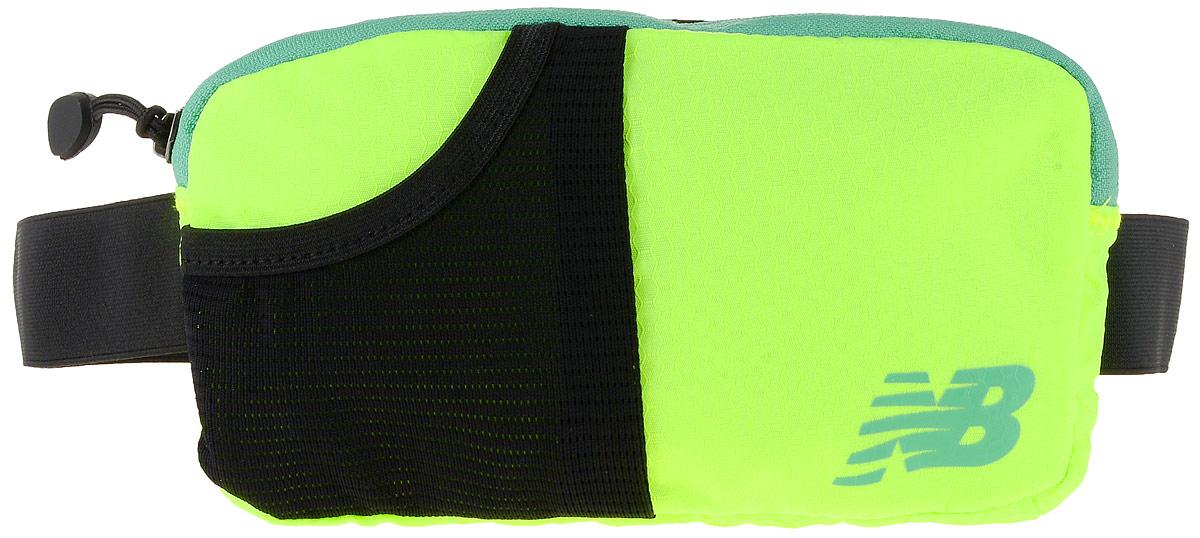 Сумка поясная New Balance Performance Waist Pack, цвет: неоновый желтый, черный, 22 х 12 х 2 см500003/LGСумка New Balance Performance Waist Pack, выполненная из нейлона, оформлена символикой бренда. Сумка фиксируется на поясе с помощью эластичного регулирующего ремешка с застежкой-фастекс.Изделие имеет одно отделение на застежке-молнии, в которое удобно положить ключи, деньги и другие мелочи. Внутри расположен прорезной карман на застежке-молнии. Снаружи, на лицевой стороне находится накладной сетчатый карман на резинке. Тыльная сторона дополнена сетчатой вставкой, которая обеспечивает естественную вентиляцию.Такая поясная сумка для бега станет настоящей находкой, как для любителей, так и для профессиональных спортсменов, которые действительно серьезно подходят к экипировке.