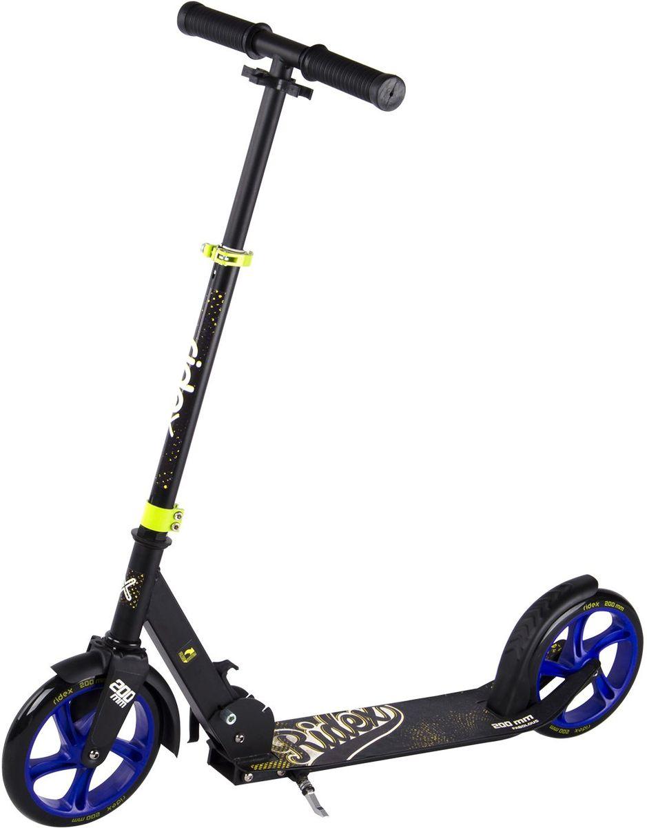 Самокат Ridex Fabolous, 2-колесный, цвет: черный, синий, желтый, 200 ммAIRWHEEL Q3-340WH-BLACKУсовершенствованная модель классического 200-миллиметрового самоката. Заниженная дека, низко расположенная относительно уровня дорожного покрытия, позволяет прилагать меньше усилий при разгоне. Достойные ходовые и скоростные характеристики самоката обусловлены сочетанием больших полиуретановых колес с качественными подшипниками ABEC - 7. Комфорт и управляемость обеспечивают резиновые ручки, а специальная подножка позволит без труда припарковать самокат в любом месте во время Вашего отдыха.