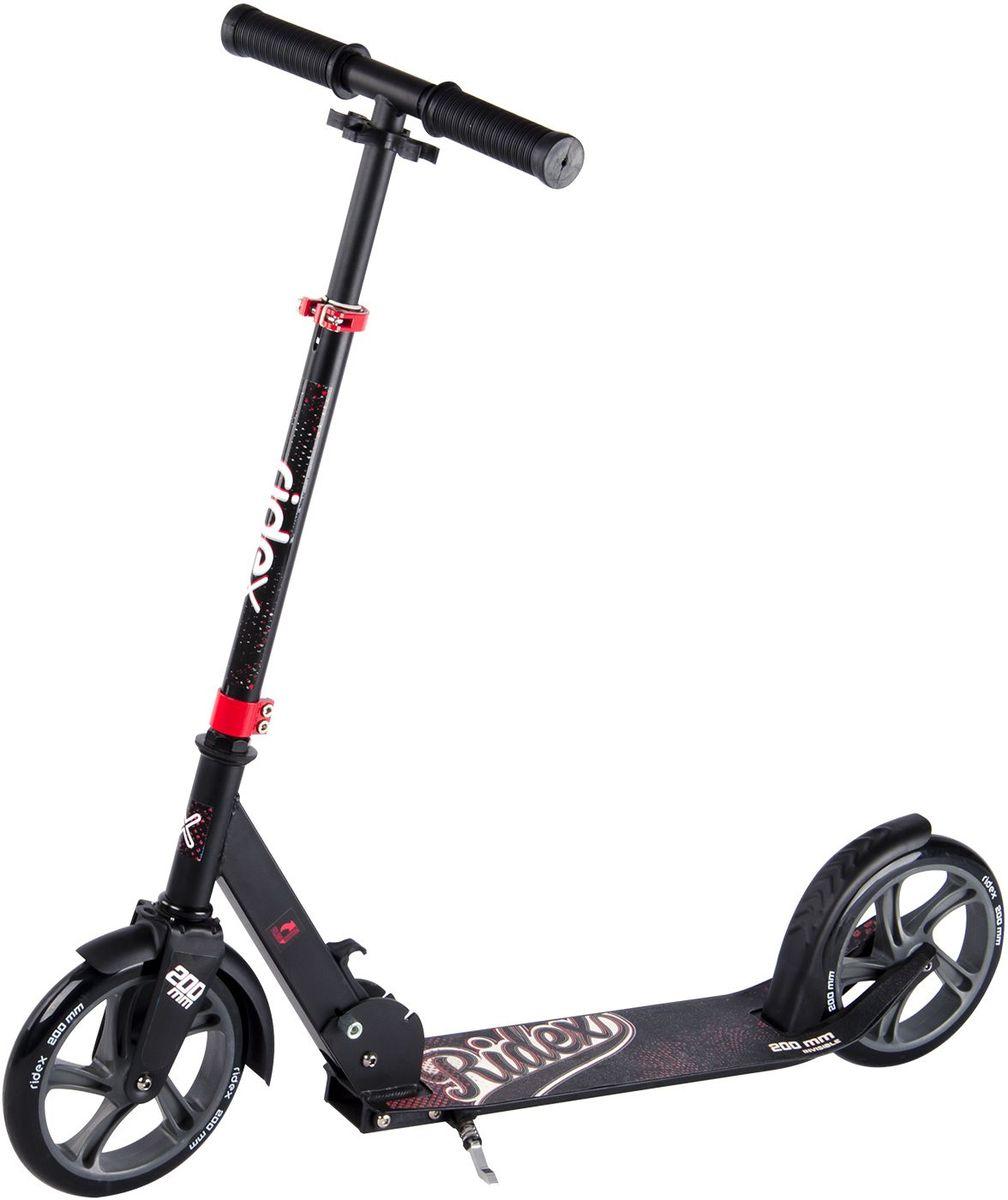 Самокат Ridex Invisible, 2-колесный, цвет: черный, красный, 200 ммУТ-00009702Усовершенствованная модель классического 200-миллиметрового самоката. Заниженная дека, низко расположенная относительно уровня дорожного покрытия, позволяет прилагать меньше усилий при разгоне. Достойные ходовые и скоростные характеристики самоката обусловлены сочетанием больших полиуретановых колес с качественными подшипниками ABEC - 7. Комфорт и управляемость обеспечивают резиновые ручки, а специальная подножка позволит без труда припарковать самокат в любом месте во время Вашего отдыха.