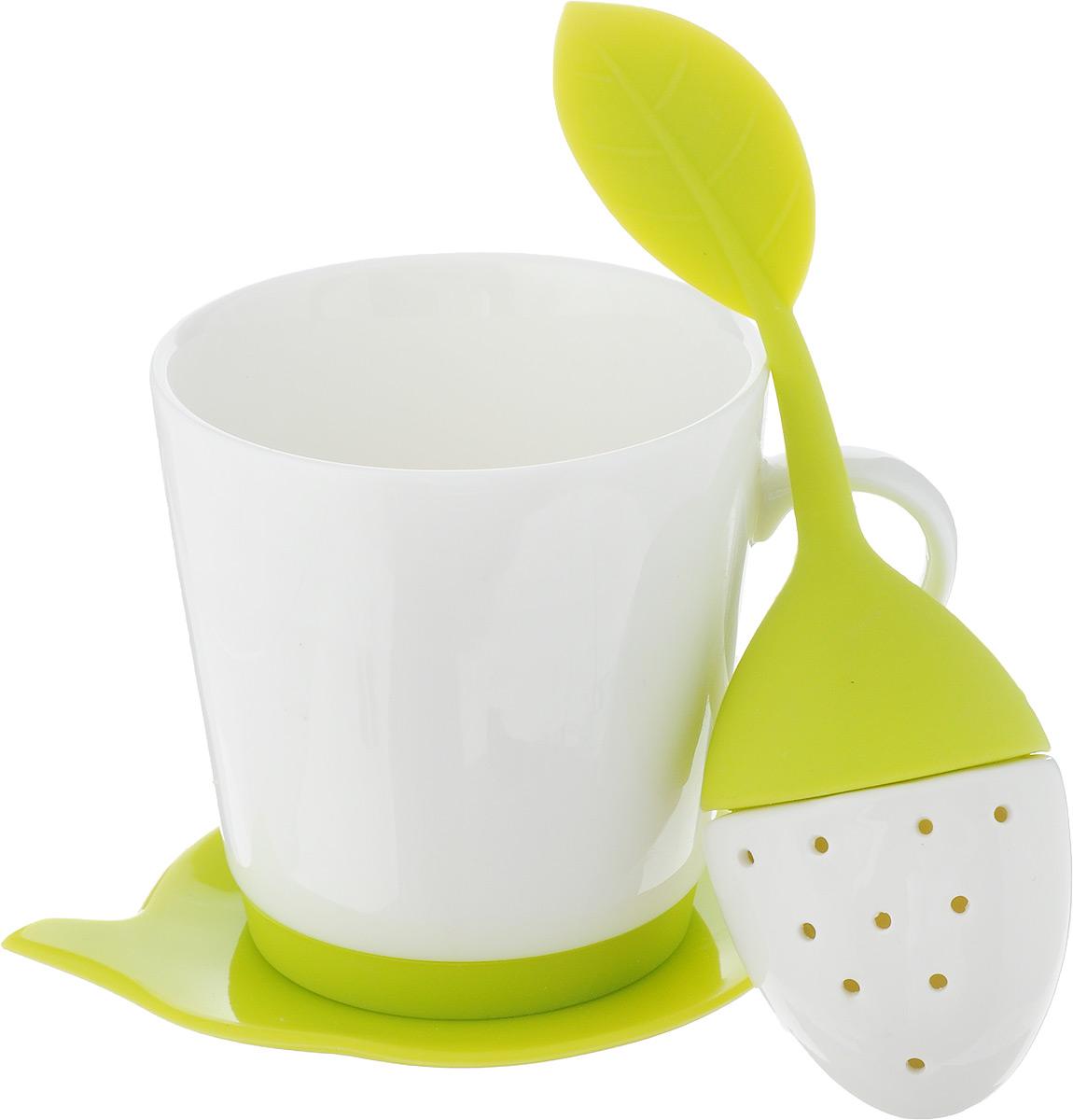 Набор чайный Oursson, цвет: белый, салатовый, 3 предметаFS-91909Набор для чая Oursson состоит из кружки, ситечка и подставки для чайного пакетика. Ситечко и подставка выполнены из экологически чистого силикона в форме ягодки и чайника. Кружка выполнена из высококачественной керамики с глазурованным покрытием. Основание кружки дополнено силиконовой вставкой. Такой чайный набор прекрасно оформит сервировку стола к чаепитию. Можно мыть в посудомоечной машине и использовать в СВЧ-печи. Объем кружки: 200 мл. Диаметр кружки (по верхнему краю): 8 см. Высота кружки: 8,5 см. Размер подставки: 12,5 х 10,5 х 1 см. Размер ситечка: 17 х 5,5 х 1,5 см.