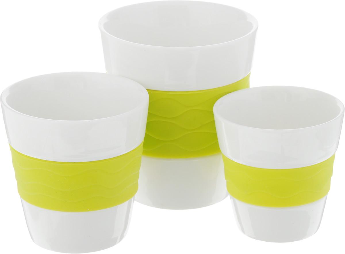 Набор стаканов для чая и кофе Oursson, с силиконовой вставкой, 3 предмета115610Набор из керамических стаканов для чая и кофе Oursson изготовлен из керамики с силиконовой вставкой.В набор входят 3 керамических стакана. Такие стаканы прекрасно оформят сервировку стола к чаепитию. Можно мыть в посудомоечной машине и использовать в СВЧ-печи. Объем стаканов: 0,3 л, 0,17 л, 0,1 л. Диаметр (по верхнему краю): 8,5 см, 7 см, 6 см. Высота: 9,5 см, 7,5 см, 6,5 см.