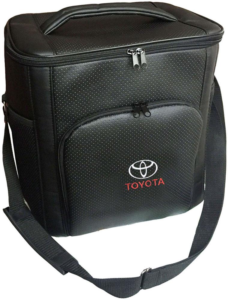 Термосумка Auto Premium Toyota, 20 л96515412Термосумка Auto Premium Toyota выполнена из экокожи с нашивкой и оснащена регулируемым плечевым ремнем. Основное отделение и передний карман закрываются на молнию. Для дополнительного удобства термосумка имеет два боковых сетчатых кармана. Ваши продукты сохранятся свежими, а напитки холодными даже в жару благодаря специальному внутреннему термоизоляцоному материалу АЛЮФОМ (РФ). Для более длительного поддержания температурного режима рекомендуется использовать с аккумуляторами холода. Объем термосумки: 20 л.