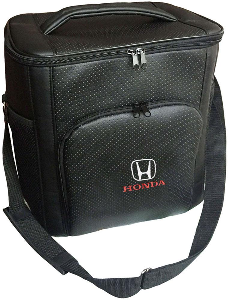 Термосумка Auto Premium Honda, 20 лNap200 (40)Термосумка Auto Premium Honda выполнена из экокожи с нашивкой и оснащена регулируемым плечевым ремнем. Основное отделение и передний карман закрываются на молнию. Для дополнительного удобства термосумка имеет два боковых сетчатых кармана. Ваши продукты сохранятся свежими, а напитки холодными даже в жару благодаря специальному внутреннему термоизоляцоному материалу АЛЮФОМ (РФ). Для более длительного поддержания температурного режима рекомендуется использовать с аккумуляторами холода. Объем термосумки: 20 л.