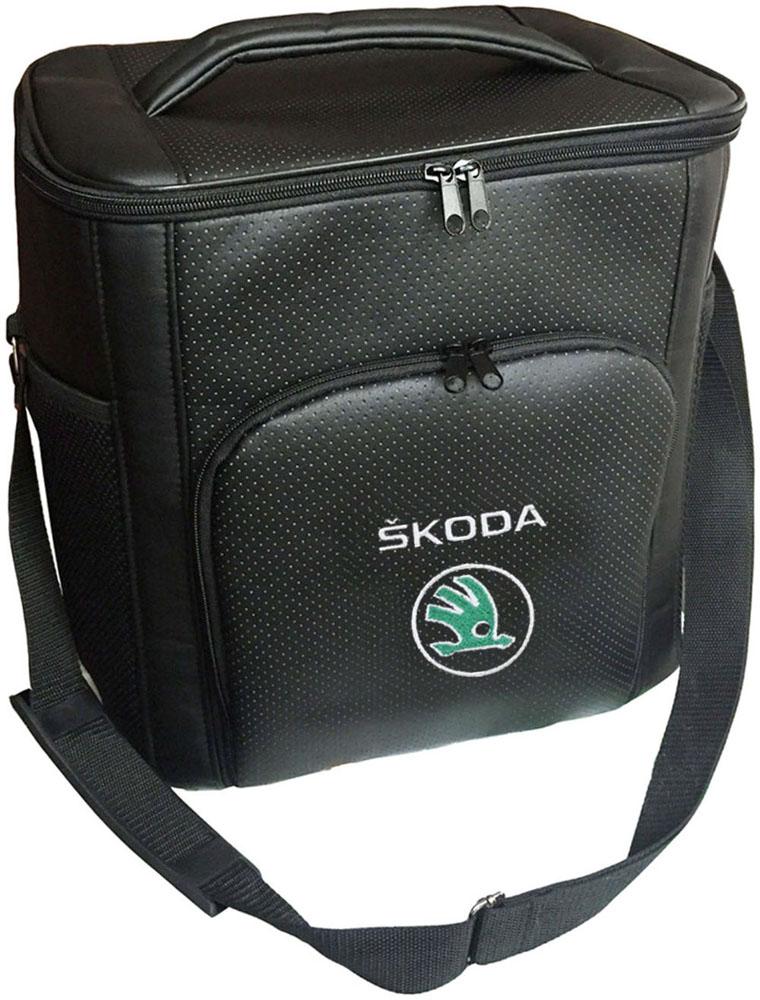 Термосумка Auto Premium Skoda, 20 л96281389Термосумка Auto Premium Skoda выполнена из экокожи с нашивкой и оснащена регулируемым плечевым ремнем. Основное отделение и передний карман закрываются на молнию. Для дополнительного удобства термосумка имеет два боковых сетчатых кармана. Ваши продукты сохранятся свежими, а напитки холодными даже в жару благодаря специальному внутреннему термоизоляцоному материалу АЛЮФОМ (РФ). Для более длительного поддержания температурного режима рекомендуется использовать с аккумуляторами холода. Объем термосумки: 20 л.