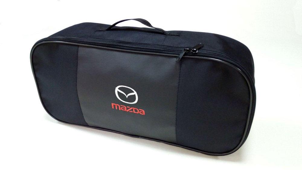 Набор автомобильный Auto Premium Mazda. 67354300159Автомобильный набор в сумке с логотипом оснащен базовыми элементами, которые необходимы каждому автолюбителю. Состав набора: - аптечка первой помощи автомобильная; - трос буксировочный 5т/пет/пакет; - Огнетушитель порошковый ОП-2(з) -АВСЕ, с металлическим ЗПУ; - знак аварийной остановки; - сумка для набора техосмотра Премиум со вставкой из экокожи и вышивкой. Размер сумки 47х21х13.