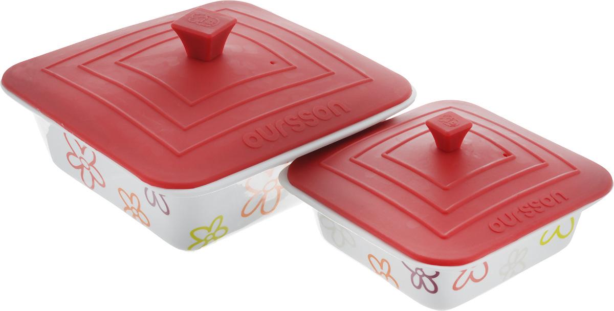 Набор мисок Oursson Bon Appetit, с силиконовыми крышками, цвет: белый, бордовый, 2 шт. BW2505SC115510Набор Oursson Bon Appetit состоит из двух мисок разного размера, выполненных из керамики и оформленных цветочным рисунком. Керамика, из которой изготовлены емкости, выдерживает температуру до 250°С, поэтому подать блюда на стол можно сразу после приготовления в микроволновой печи или духовом шкафу. Миски снабжены силиконовыми крышками.Миски являются универсальным приобретением для любой кухни. С их помощью можно готовить блюда, хранить продукты и даже сервировать стол. Оригинальный дизайн, высокое качество и функциональность набора Oursson Bon Appetit позволят ему стать достойным дополнением к вашему кухонному инвентарю. Можно мыть в посудомоечной машине.Характеристика емкости №1: Объем: 1,9 л.Размер формы (без учета крышки): 23,5 х 23,5 см. Высота стенки формы: 7,7 см.Размер крышки: 23,8 х 23,8 см.Характеристика емкости №2: Объем: 0,66 л. Размер формы (без учета крышки): 17,8 х 17,8 см.Высота стенки формы: 5,7 см. Размер крышки: 17,5 х 17,5 см.