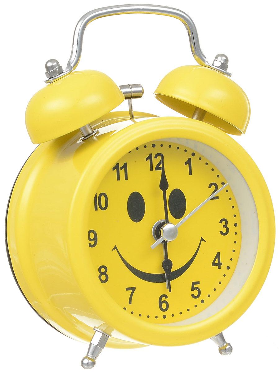 Будильник Sima-land Смайл, с подсветкойMRC 4119 P schwarzБудильник Sima-land Смайл с надежным кварцевым механизмом - это не только функциональное устройство, но и оригинальный элемент декора, который великолепно впишется в интерьер вашего дома. Он снабжен четырьмя стрелками: часовой, минутной, секундной и стрелкой завода. Подсветка циферблата позволяет пользоваться будильником и в ночное время. Будильник работает от 1 батарейки типа АА напряжением 1,5 В (батарейка в комплект не входит). Будильник Sima-land Смайл - это надежность, качество и изящность стиля во все времена.Диаметр циферблата: 6 см.Высота будильника: 11,5 см.
