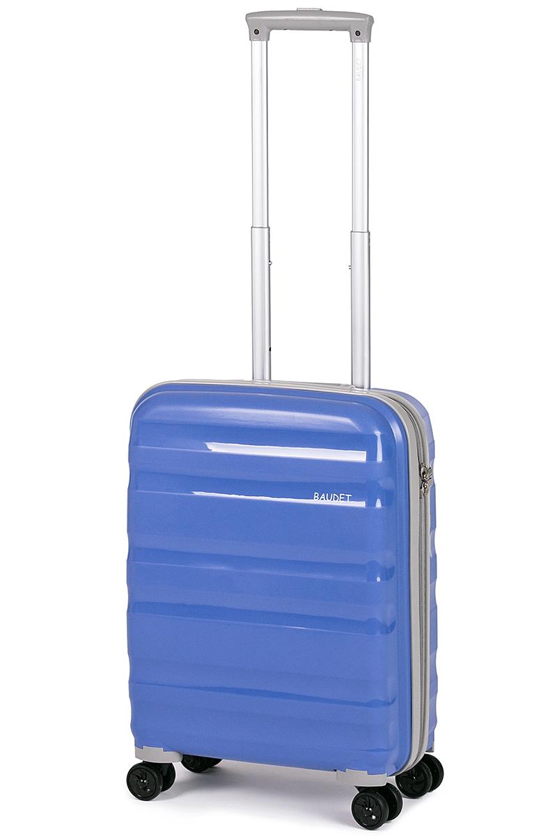 Чемодан Baudet, цвет: голубой, 49 х 40 х 21 см, 41 лBHL0708807-49Чемодан Baudet надежный и практичныйв путешествии.Выполнен из прочного и ударостойкого полипропилена, материал внутренней отделки - полиэстеровая ткань серого цвета. Чемодан содержит продуманную внутреннюю организацию. Имеется одно большое отделение, которое закрывается по периметру на застежку-молнию. Внутри содержатся два больших отдела для хранения одежды. Для легкой и удобной перевозки чемодан оснащен четырьмяколесами, вращающимися на 360 градусов. Телескопическая ручка выдвигается нажатием на кнопку и фиксируется в двух положениях. Сверху предусмотрена ручка для поднятия чемодана.Гарантия на чемодан 2 года.Чемодан оснащен кодовым замком TSA, который исключает возможность взлома. Отверстие для ключав кодовом замке предназначено для работников таможни (открытие багажа для досмотра без присутствия хозяина). Ключ находится только у таможни и в комплекте с чемоданом не идет.