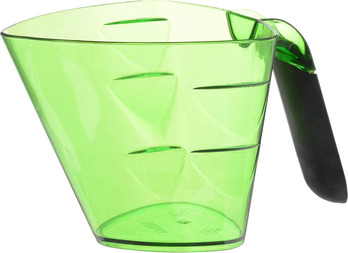 Стакан мерный Giaretti Cristallo, цвет: зеленый, 0,5 л54 009312Мерный прозрачный стакан Giaretti Cristallo выполнен из высококачественного пластика. Стакан оснащен удобной ручкойс противоскользящей вставкой и носиком, которые делают изделие еще более простым в использовании. Мерная шкала внутри стакана, позволяет измерить жидкости до 0,5 л. Удобная форма стакана позволяет как отмерить необходимое количество продукта, так и взбить/замесить его непосредственно в прямо в этой же емкости. Такой стаканчик пригодится каждой хозяйке на кухне, ведь зачастую приготовление некоторых блюд требует известной точности.Объем: 0,5 л.Размер: 11,7 х 12 х 10,3 см.Длина ручки: 9,5 см. Толщина стенок: 2 мм.