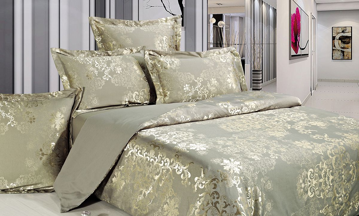 Комплект белья Versailles Грей, евро, наволочки 50x70, цвет: серый, золотой10503Комплект постельного белья Versailles изготовлен из сатина, сотканного из хлопка с добавлением вискозных волокон. Белье дарит приятные тактильные ощущения на протяжении всего сна, а уникальные жаккардовые узоры придают танки мягкий блеск и обеспечивают материалу особую прочность. Постельное белье Versailles - отличный подарок на любое торжество и идеальный выбор для взыскательных покупателей. Комплект состоит из пододеяльника, простыни и четырех наволочек. Состав: хлопок 70%, вискоза 30%