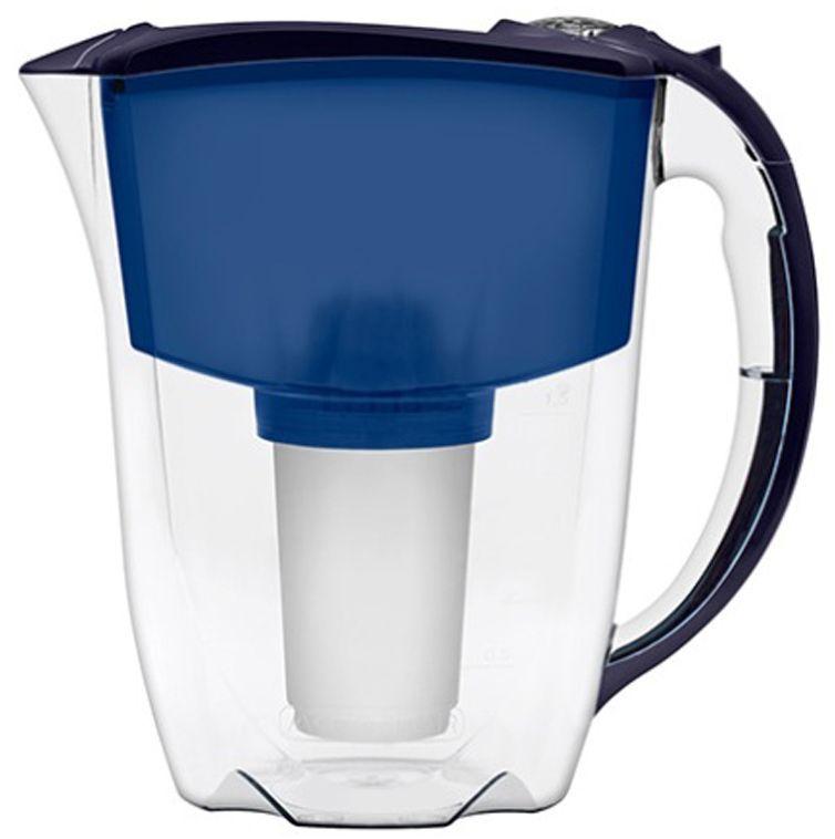 Фильтр-кувшин для воды Аквафор Престиж, цвет: синий, 2,8 лMT-1951Аквафор Престиж – стильная компактная модель фильтра-кувшина Аквафор с дополнительными возможностямиКрышка-слайдер упрощает набор воды и защищает воронку фильтра от пыли. Фильтр также оснащен механическим счетчиком ресурса, который подскажет Вам верный момент сменить картридж.Как и любой фильтр-кувшин, Аквафор Престиж не требует подключения к водопроводу и может использоваться в любом, удобном для Вас месте. Все части фильтра изготовлены из высококачественного пищевого пластика немецкого производства.Аквафор Престиж комплектуется универсальным сменным модулем В5 (В100-5), но к нему подходят и другие сменные модули Аквафор: – В6 (В100-6) – сменный модуль для жесткой воды;– В7 (В100-7) – сменный модуль, сохраняющий исходный минеральный состав воды;– В8 (В100-8) – cменный модуль для чрезмерно хлорированной воды.В мае 2015 года Stiftung Warentest – институт тестирования потребительских товаров в Германии, учрежденный Министерством экономики Германии, – сравнил качество водоочистителей, реализуемых на рынке Германии.По результатам тестирования Аквафор занял 1 место.Полный отчет о результатах испытаний и сравнительного анализа представлен на официальном сайте института test.de