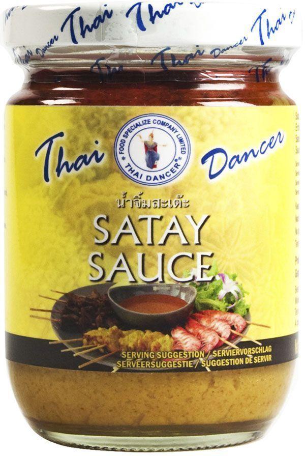 Thai Dancer Тайский ореховый соус, 227 г0120710Тайский ореховый соус (так же его называют соус для сатэй) используется в индонезийской, малайской, тайской, вьетнамской, южно-китайской и японской кухнях. Обладает насыщенным сладко-пряным вкусом с акцентами кокоса и арахиса. Имеющий полностью натуральный состав, этот соус отлично подойдет к любому продукту: овощам, тофу, морепродуктам, птице или мясу. Даже просто отваренные на пару овощи или тофу вместе с этим соусом превратятся в удивительно вкусное, гармоничное и сытное блюдо. Соус можно использовать как для обмакивания или поливки готовый блюд, так и для обжарки в воке любых ингредиентов: морепродуктов, лапши, курицы, овощей. В случае использования в воке соус требует добавления соли (в виде рыбного или соевого соуса), а также небольшого количества кислоты ( в виде тамариндовой пасты или сока лайма).