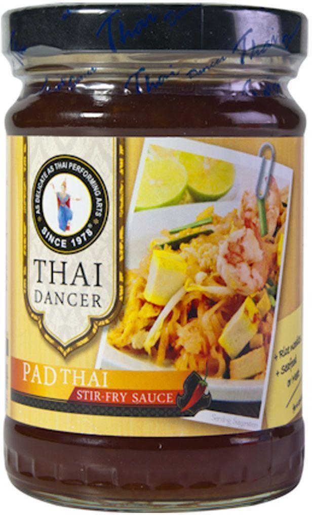 Thai Dancer Соус для лапши Пад Тай, 250 г0120710Соус для лапши по-тайски (соус для пад тхай) - это самый простой и экономичный способ приготовить настоящую тайскую лапшу! Этот соус для лапши обладает мягким пряным вкусом, сочетающимся с широким спектром продуктов. Благодаря этому соус для лапши может быть использован не только для того, чтобы приготовить пад тхай, но и для для обжарки овощей или морепродуктов, для придания вкуса омлетам или заправки салатов. Добавьте соус пхат тхай к вашему арсеналу приправ и специй, и он поможет вам готовить запоминающиеся блюда из доступных ингредиентов.Соус также идеально подходит для добавления в омлеты и сэндвичи, дополняя их изысканными, необычными и по-настоящему восхитительными вкусами лука-шалот, тамаринда и паприки!