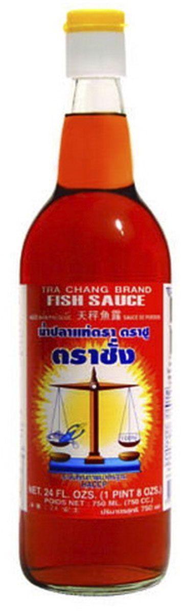 Tra Chang Рыбный соус, 750 мл0120710Рыбный соус используется при приготовлении блюд из рыбы, мяса, птицы, овощей, заправки салатов с морепродуктами, заправки гарнира. Это традиционный соус, без которого не обходится практически ни одно блюдо таксой, японской, китайской, вьетнамской и корейской кухни. Тайское название рыбного соуса - нам пла, вьетнамское - ныок-мам, китайское - ю-лу, японское - шоттсуру.В блюдах тайской, китайской, японской кухни рыбный соус является альтернативой соли, поэтому используется почти во всех рецептах. Обычно добавляется непосредственно перед окончанием готовки, сразу перед выключением огня (иногда - совместно с другими приправами).
