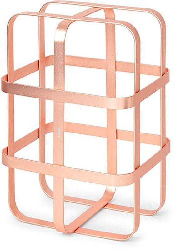 Подставка для бутылок Umbra Pulse, цвет: медь, 19,8 х 30,4 х 16,6 см115510Стильная подставка для бутылок. Благодрая утончённому дизайну может использоваться и на кухне и для сервировки в гостиной, баре, офисной переговорной или зале ресторана. Рассчитана на хранение 6 винных бутылок. Подставки запросто составляются друг с другом, образуя необычный дизайнерский винный погреб. В комплект входят клипсы для того, чтобы скрепить их между собой. Всё это делает их отличным подарком.На основании предусмотрены прорезиненные накладки, предотвращающие скольжение. Сочетаются с другими аксессуарами из коллекции Pulse.Дизайнеры Eugenie de Loynes & David Green