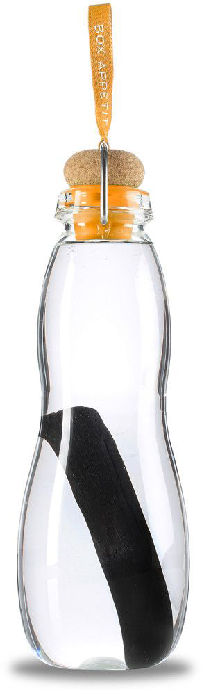 Эко-бутылка Black+Blum Eau Good Glass, с фильтром, цвет: оранжевыйEGG006Эко-бутылка с угольным фильтром сделает воду вкусной и полезной. Неопреоновый чехол защищает емкость из боросиликатного стекла от трещин и повреждений. Через 6-8 часов после наполнения бутылки вода становится чистой.В основе технологии лежит угольный фильтр Binchotan, широко используемый в Японии с 17 века. Он эффективно убирает хлор, минерализует воду и выравнивает PH-баланс. Фильтр сохраняет свою активность 6 месяцев и утилизируется без вреда для экологии. Если наполнять бутылку 1 раз в день, то через 3 месяца нужно прокипятить фильтр в течение 10 минут, дать высохнуть и можно использовать снова.Объем: 600 мл.