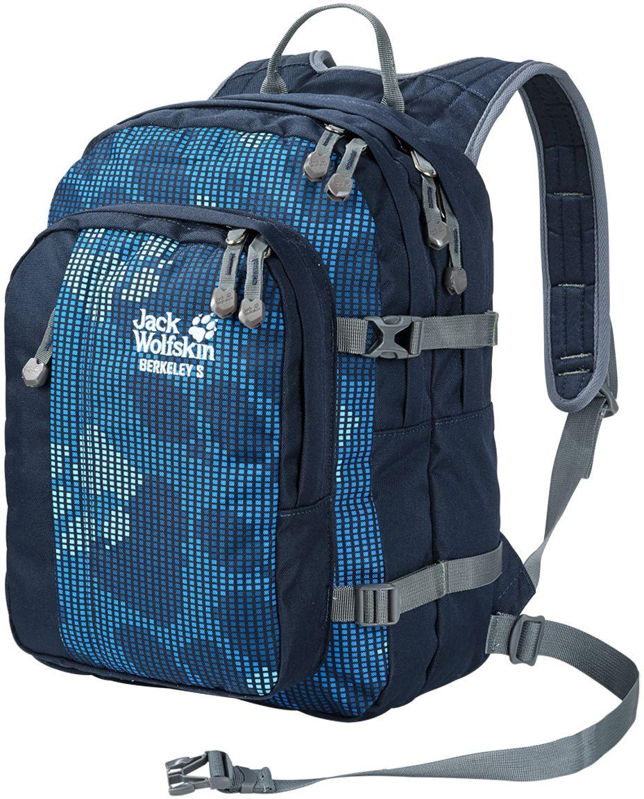 Рюкзак Jack Wolfskin Berkeley S, цвет: синий. 25336-7931RivaCase 8460 blackBerkeley S— настоящий универсал и одна из классических моделей для детей от шести лет. Рюкзак оснащен поддерживающей системой Snuggle up. Особо широкие ремни и отстегиваемый передний поясной ремень равномерно распределяют нагрузку, обеспечивая малышу свободу движений. В двух вместительных основных отделениях и большом переднем отделении ваш маленький любитель активного отдыха сможет разместить книги и тетради, спортивную одежду или свой перекус. Сетчатый карман сбоку, передний карман и практичные, маленькие кармашки идеально подходят для таких мелких предметов, как карандаши, мобильный телефон или mp3-плеер. Благодаря интегрированному карабину ключи от дома или велосипеда никогда не потеряются.