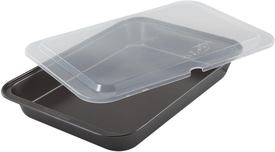 Форма для выпечки Bakers Secret Essentials, с крышкой, 33 х 23 см, цвет: темно-серый. 111442594672Коллекция форм для выпечки тортов Bakers Secret из США являются хорошим приобретением любой хозяйки. Данные товары пользуются спросом, поскольку их отличает высокое качество. Формы для запекания Bakers Secret - выполнены из высококачественной стали. Внешнее антипригарное покрытие для удобства ухода и утолщенные стенки гарантируют равномерное пропекание изделия. Стальные формы для запекания стали популярными намного позже чугунных и керамических, и главное их преимущество – это абсолютная химическая нейтральность. Качественная нержавеющая сталь никак не скажется на вкусе готовой пищи и не будет подвержена воздействию кислот и щелочей, содержащихся в моющих средствах. Можно мыть в посудомоечной машине.