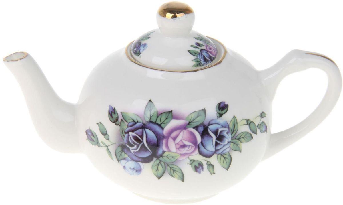 Чайник заварочный Доляна Синяя роза, 230 мл54 009312Чайник заварочный Доляна выполнен из высококачественной керамики. Посуда отличается прозрачностью и белизной, она неприхотлива и не требует особых условий хранения. Материал изделия долгое время сохраняет тепло, нейтрален к пищевым продуктам, легко моется. Чайник имеет традиционную форму, дополнен ярким цветочным рисунком и золотистой эмалью. Высокие эксплуатационные качества делают изделие удачным выбором для повседневного использования и сервировки праздничного стола.