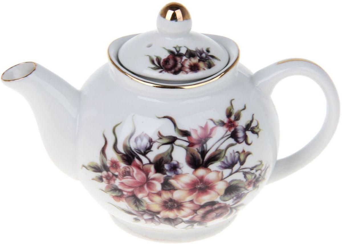 Чайник заварочный Доляна Хуторок, 230 мл68/5/2Чайник заварочный Доляна выполнен из высококачественной керамики. Посуда отличается прозрачностью и белизной, она неприхотлива и не требует особых условий хранения. Материал изделия долгое время сохраняет тепло, нейтрален к пищевым продуктам, легко моется. Чайник имеет традиционную форму, дополнен ярким цветочным рисунком и золотистой эмалью. Высокие эксплуатационные качества делают изделие удачным выбором для повседневного использования и сервировки праздничного стола.