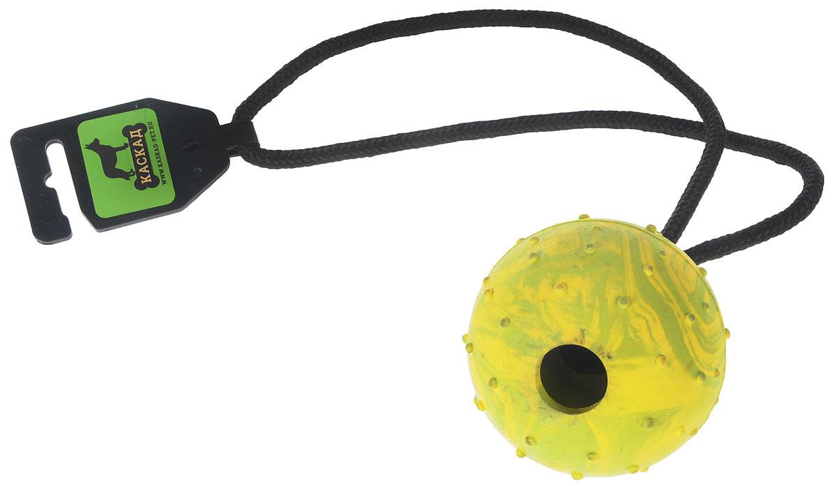 Игрушка для собак Каскад Мяч цельнолитой, на веревке, цвет: желтый, зеленый, диаметр 7 см12171996Игрушка для собак Каскад Мяч цельнолитой выполнена из прочной резины в форме мяча с мягкими шипами для массажа дёсен и чистки зубов. Изделие дополнено прочной веревкой, которая послужит ручкой. Такая игрушка порадует вашего любимца, а вам доставит массу приятных эмоций, ведь наблюдать за игрой всегда интересно и приятно. Великолепно подходит для активных и ведущих спортивный образ жизни собак. Игрушка станет незаменимой во время дрессировки собак. Диаметр игрушки: 7 см. Длина игрушки (с учетом веревки): 36 см.