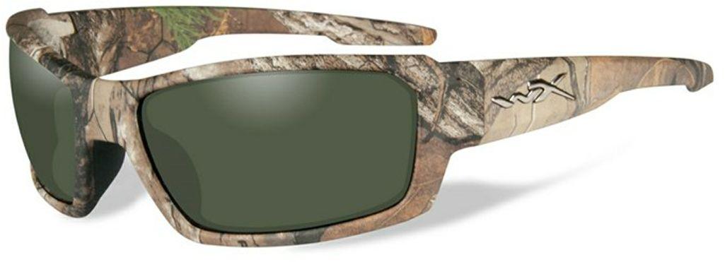 Очки солнцезащитные WileyX Rebel Polarized, для охоты, рыбалки и активного отдыха, цвет: Smoke GreenAIRWHEEL M3-162.8Камуфлированная оправа Realtree Xtra® и поляризованные дымчато-зеленые линзы являют собой идеальную формулу для создания защитных очков, обеспечивающих безопасность ваших глаз. Поляризованные зеленые линзы обеспечивают максимальное снижение бликов без искажения цветов. Эти линзы отлично подходят для повседневного использования в дневное время.ЗАЩИТА ОТ УДАРОВ НА ВЫСОКОЙ СКОРОСТИОправа и линзы должны выдерживать удар тяжелого снаряда весом 500 гр, падающего с высоты 127 смПРОЧНОЕ ПОКРЫТИЕУстойчивое к царапинам покрытие защищает линзы от механических повреждений и продлевает срок их службы.АНТИБЛИКОВОЕ ПОКРЫТИЕАнтибликовое покрытие устраняет нежелательные отражения с поверхностей линз. ВОДООТТАЛКИВАЮЩЕЕ ПОКРЫТИЕВодоотталкивающее покрытие обеспечивает скатывание воды с поверхности линз. Используется только на поляризационных линзах.