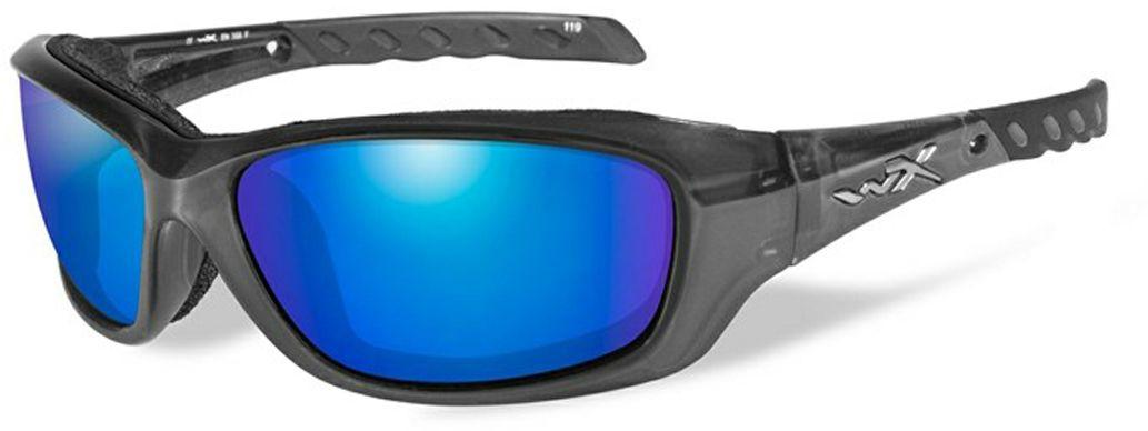 Очки солнцезащитные WileyX Gravity Polarized, для охоты, рыбалки и активного отдыха, цвет: Blue Mirror, Smoke GreenCCGRA04Черная кристаллическая оправа в сочетании с поляризованными зеркальными зелено-голубыми линзами делают солнцезащитные очки WileyX Gravity Polarized идеальным решением для занятий спортом и активного отдыха. Поляризованные зеркальные голубые линзы поглощают отражения и снижают блики. Очки обеспечат рыболовам улучшенную визуальную ясность и уникальную способность более ясно видеть видеть рыбу и рельеф дна под водой.Поляризационный фильтр 8ТМ - запатентованная WileyX технология поляризации линз обеспечивает 100% поляризацию и 100% защиту от ультрафиолетовых лучей для непревзойденной четкости и контрастности изображения.Защита от ударов на высокой скорости - оправа и линзы должны выдерживать удар тяжелого снаряда весом 500 г, падающего с высоты 127 см.Прочное покрытие - устойчивое к царапинам покрытие защищает линзы от механических повреждений и продлевает срок их службы.Антибликовое покрытие - антибликовое покрытие устраняет нежелательные отражения с поверхностей линз. Водоотталкивающее покрытие - водоотталкивающее покрытие обеспечивает скатывание воды с поверхности линз. Используется только на поляризационных линзах.Накладки FACIAL CAVITY™ - запатентованные защитные накладки защищают от ветра, механических обломков и периферийного освещения.