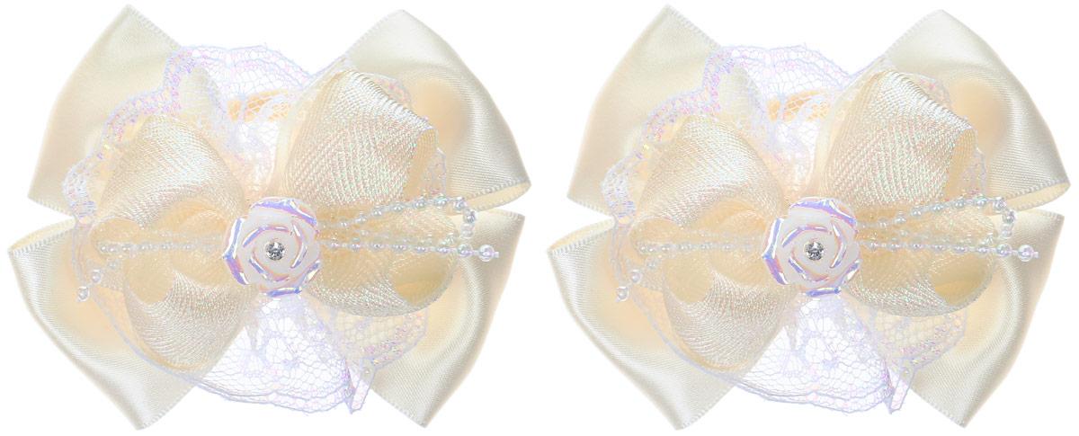 Babys Joy Резинка для волос Розочка цвет молочный 2 шт MN 207/2MP59.4DРезинка для волос Babys Joy Розочка изготовлена из текстиля и дополнена двумя бантиками с декоративным элементом в виде розочки со стразом.Резинка надежно зафиксирует волосы и подчеркнет красоту прически вашей маленькой модницы.Рекомендовано для детей старше трех лет.В наборе 2 резинки для волос.