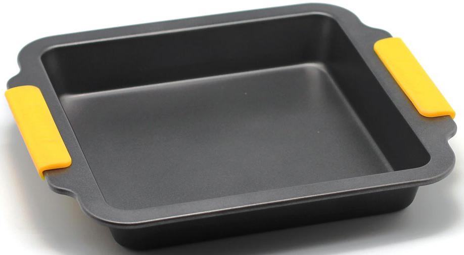 Форма для запекания Zanussi Amalfi, цвет: черный. ZAC33413CF54 009312Коллекция форм серии Amalfi является хорошим приобретением любой хозяйки. Товар бренда Zanussi - металлические формы - пользуется высоким спросом, его отличает высокое качество и удобный размер. Изделия выполнены из толстой углеродистой стали. Отличительной особенностью серии являются силиконовые ручки на изделии, благодаря которым Вам не прийдется пользоваться дополнительными средствами для вытаскивания формы из духовки. Форма имеет антипригарное покрытие и утолщенные стенки, которые гарантируют равномерное пропекание изделия. Можно использовать в духовке до 230 градусов. Главное преимущество стальных форм - это абсолютная химическая нейтральность и экологичность.