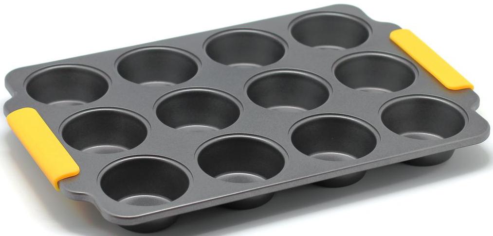 Форма для выпечки маффинов Zanussi Amalfi, 12 ячеек, цвет: черный. ZAC35413CFFS-91909Коллекция форм серии Amalfi является хорошим приобретением любой хозяйки.Товар бренда Zanussi - металлические формы - пользуется высоким спросом, его отличает высокое качество и удобный размер. Изделия выполнены из толстой углеродистой стали. Отличительной особенностью серии являются силиконовые ручки на изделии, благодаря которым Вам не прийдется пользоваться дополнительными средствами для вытаскивания формы из духовки. Форма имеет антипригарное покрытие и утолщенные стенки, которые гарантируют равномерное пропекание изделия. Можно использовать в духовке до 230 градусов. Главное преимущество стальных форм - это абсолютная химическая нейтральность и экологичность.