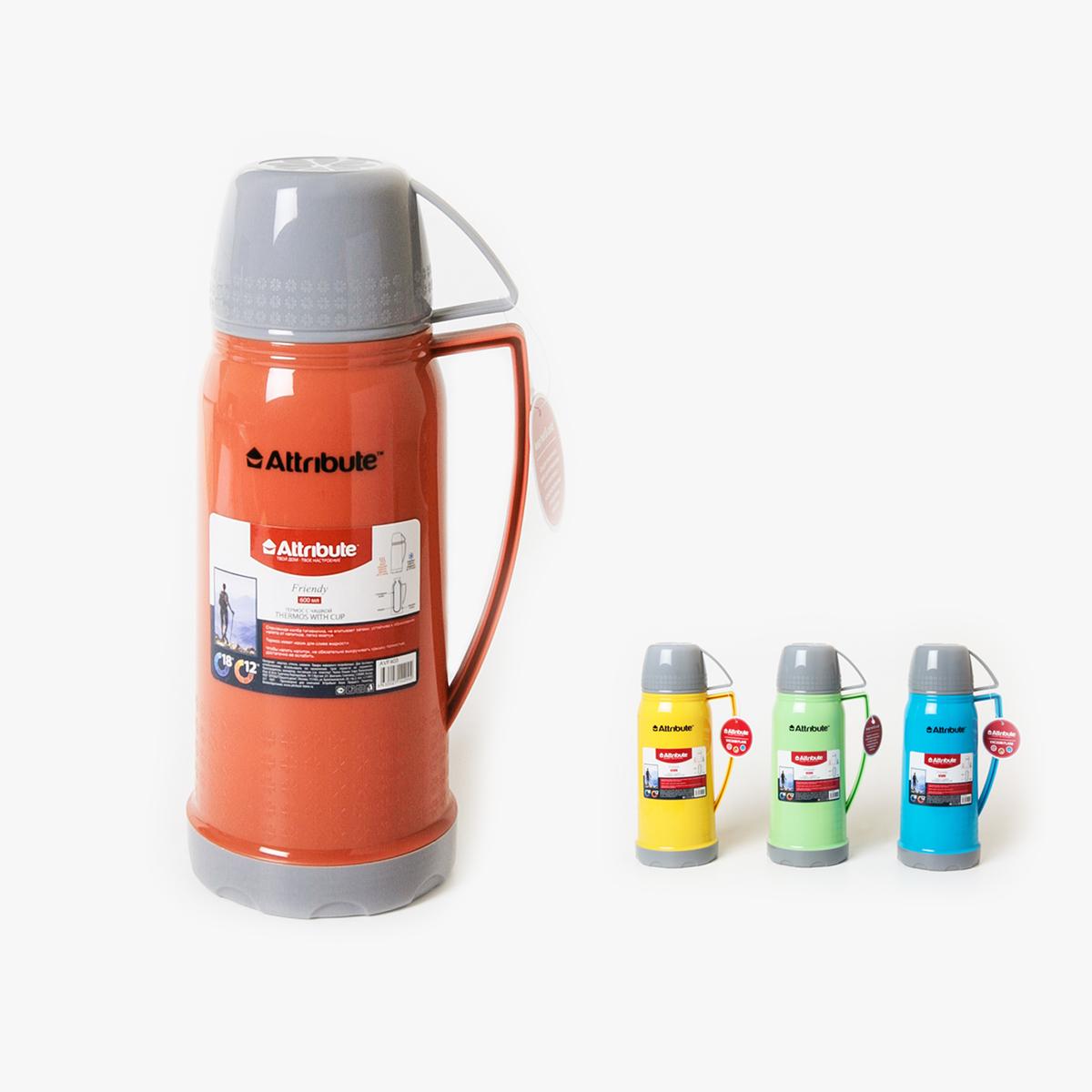 Термос Attribute Friendy, с ручкой, 600 млVT-1520(SR)Термос Attribute Friendy подходит для напитков и настоек травяных отваров. Внутренняя колба и корпус выполнены из высококачественной нержавеющей стали. Корпус покрыт защитным цветным лаком, что создает дополнительную защиту рук при использовании на морозе. Термос сохраняет напиток горячим до 10 часов, а холодным - до 16 часов. Вакуумная теплоизоляция между колбой и корпусом обеспечивает наилучшее сохранение тепла. Герметичная крышка снабжена теплоизоляционным материалом. Верхняя крышка плотно закрывает термос и может использоваться в качестве чаши для питья c ручкой. Изделие легкое и прочное, малый вес позволяет брать его с собой на работу и учебу, в поездки и походы.