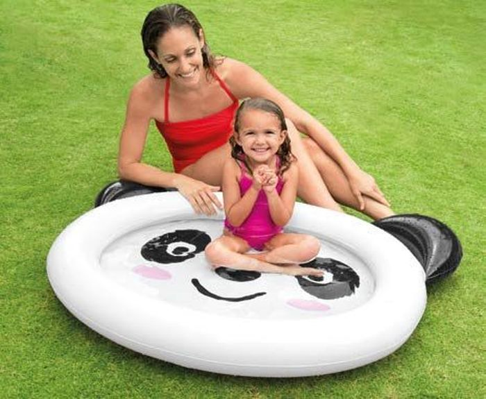 Надувной бассейн Intex Панда, 117 х 89 х 14 см. с59407AS 25Надувной бассейн для детей Панда Intex 59407 Smiling Panda Baby Pool из прочного и мягкого винила.Характеристики:• Для детей от 1 до 3 лет• Размер 117х89х14см• Бассейн из винила, толщина 0.20мм• Рисунок панды на дне• Бассейн в виде головы панды• Емкость воды (5см): 26л