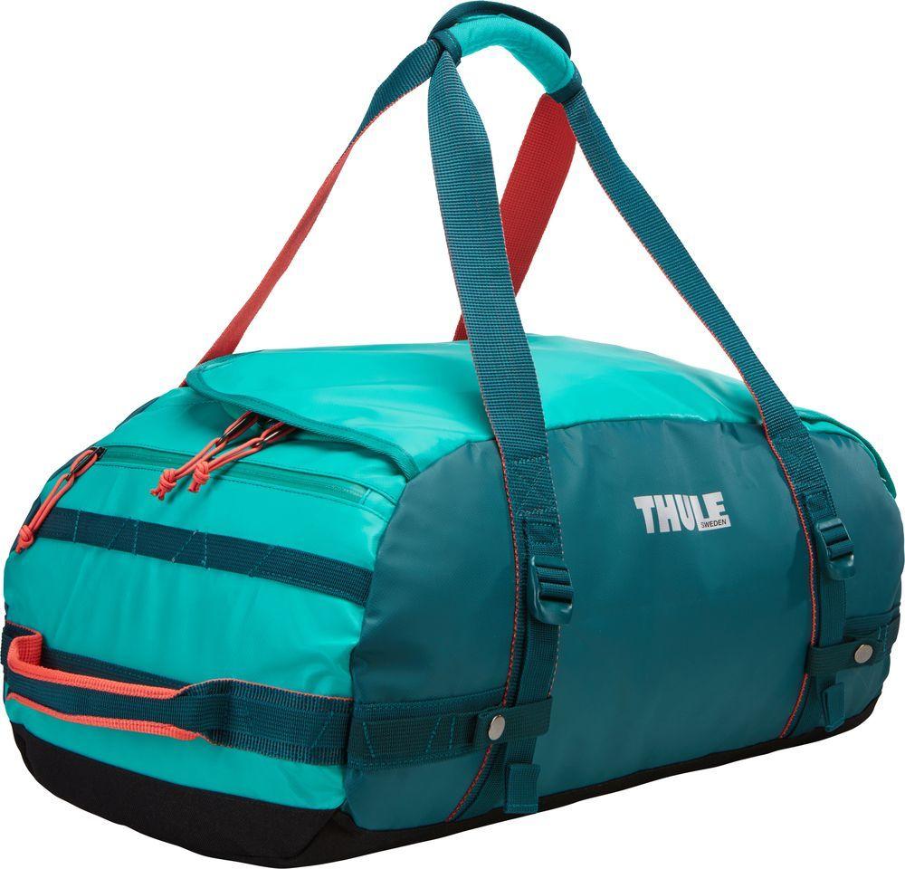 Спортивная сумка-баул Thule Chasm, цвет: изумрудный, 40 л. Размер SMABLSEH10001Спортивная сумка-баул Thule Chasm - эти жесткие, устойчивые к неблагоприятным погодным условиям сумки с широко раскрывающимся основным отделением и съемными ремнями - ваши надежные спутники в любой поездке.Особенности:Увеличенный угол открывания облегчает доступ к содержимому. Возможны два способа переноски: в качестве рюкзака и спортивной сумки (все неиспользуемые ремни можно убрать). Прочная водонепроницаемая брезентовая ткань защищает вещи, а также легко складывается для компактного хранения. Внутренние сетчатые карманы помогают сортировать и хранить вещи. Внешние стягивающие ремни удерживают вещи так, чтобы они не падали на дно сумки, когда сумка становится рюкзаком. Мягкое дно защитит вещи при контакте с землей. Запирающийся боковой карман на молнии позволяет надежно хранить небольшие предметы под рукой (замок продается отдельно). Быстрый доступ к небольшим предметам через внешний потайной карман.