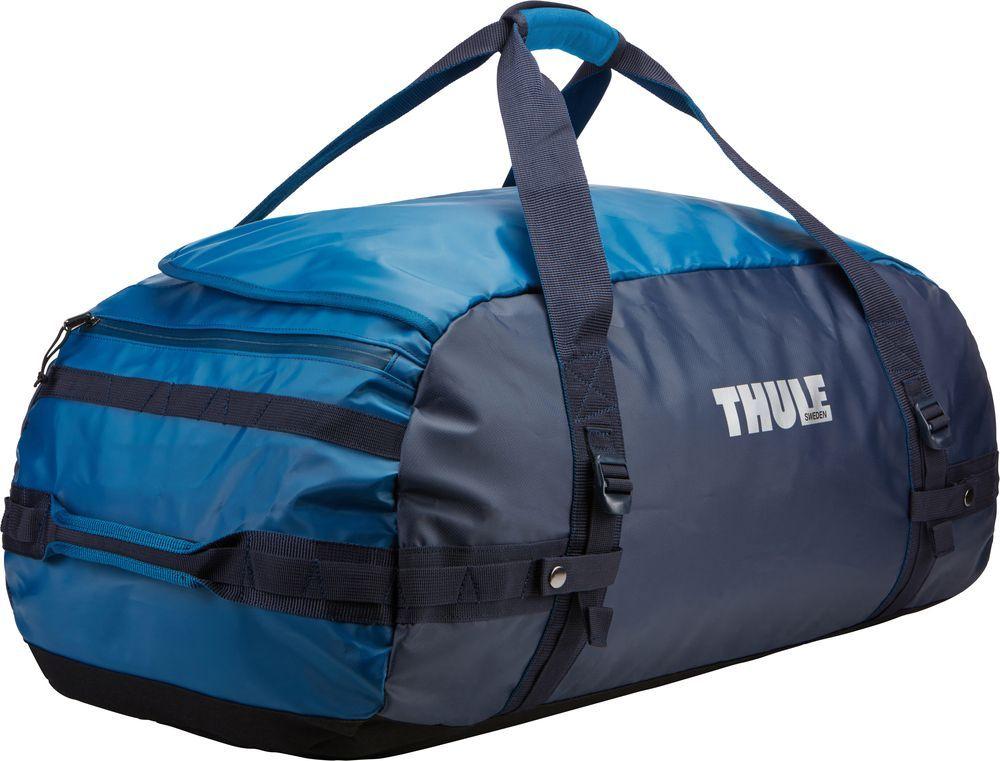 Спортивная сумка-баул Thule Chasm, цвет: синий, 90 л. Размер L221302Спортивная сумка-баул Thule Chasm - эти жесткие, устойчивые к неблагоприятным погодным условиям сумки с широко раскрывающимся основным отделением и съемными ремнями - ваши надежные спутники в любой поездке.Особенности:Увеличенный угол открывания облегчает доступ к содержимому. Возможны два способа переноски: в качестве рюкзака и спортивной сумки (все неиспользуемые ремни можно убрать). Прочная водонепроницаемая брезентовая ткань защищает вещи, а также легко складывается для компактного хранения. Внутренние сетчатые карманы помогают сортировать и хранить вещи. Внешние стягивающие ремни удерживают вещи так, чтобы они не падали на дно сумки, когда сумка становится рюкзаком. Мягкое дно защитит вещи при контакте с землей. Запирающийся боковой карман на молнии позволяет надежно хранить небольшие предметы под рукой (замок продается отдельно). Быстрый доступ к небольшим предметам через внешний потайной карман.
